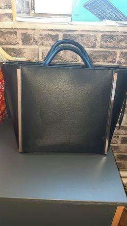 Стильная вместительная сумка  New Look