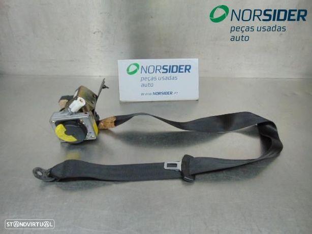 Cinto tras esquerdo Volkswagen Passat Variant|01-06