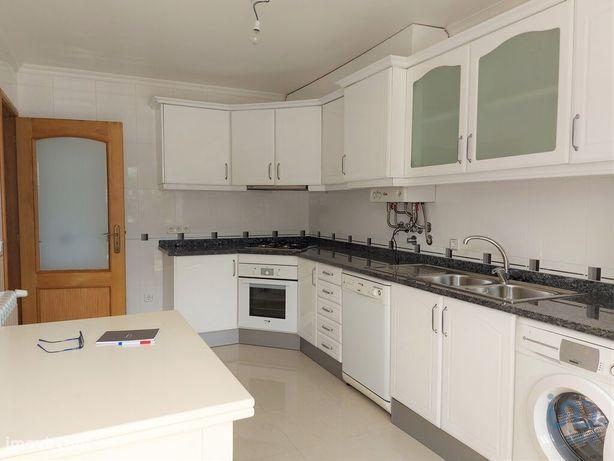 Moradia - 375 m² - T5
