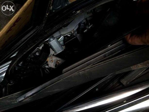 Peugeot 3008 listwy i uzbrojenie drzwi