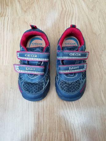 Легенькие, удобные кроссовки Geox