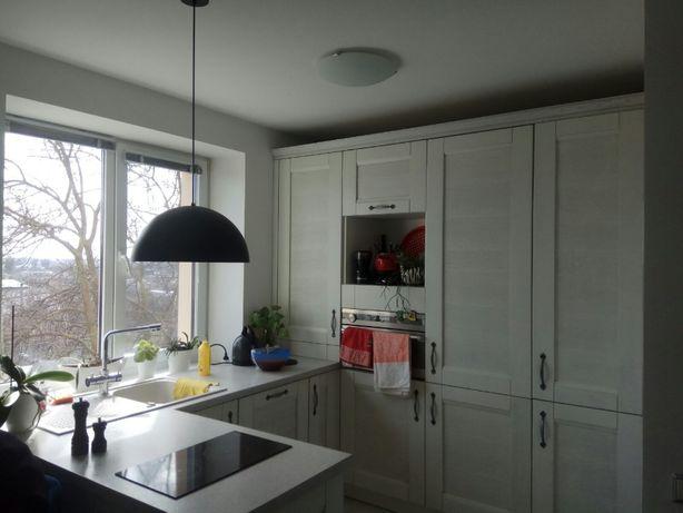 Продам 2-х квартиру с АО на Жилпоселке с евроремонтом!