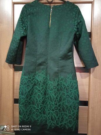 Платье женское в хорошем состоянии