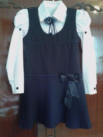 Продам школьный сарафан и блузку.