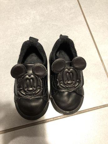 Теплые кроссовки HM