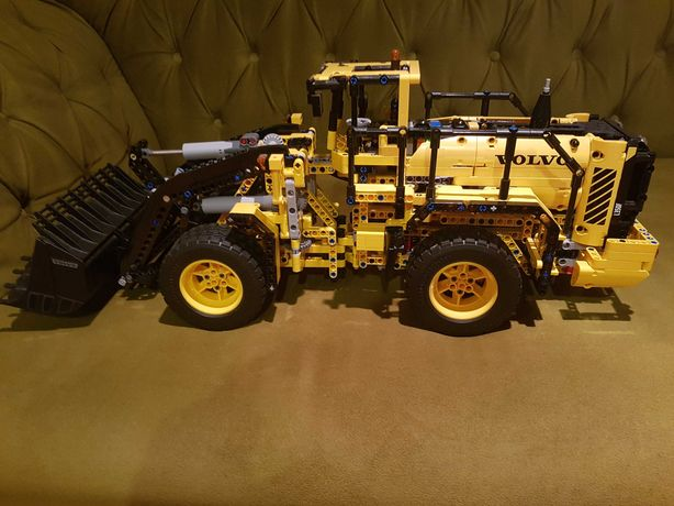 Lego Technic 42030 Volvo Ładowarka