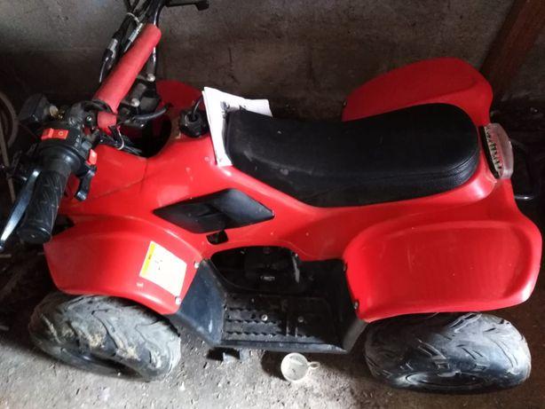 Mini motoquatro em boas condições