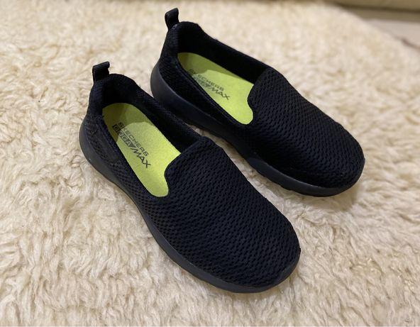 Сліпони ,кросівки Skechers