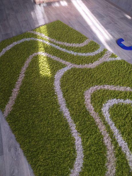 Продам практически новый ковёр ( травка).