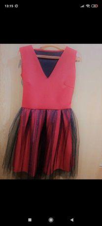 Sprzedam czerwoną sukienkę z tiulem