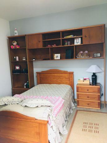 Conjunto de quarto - cama de solteiro+ mobília