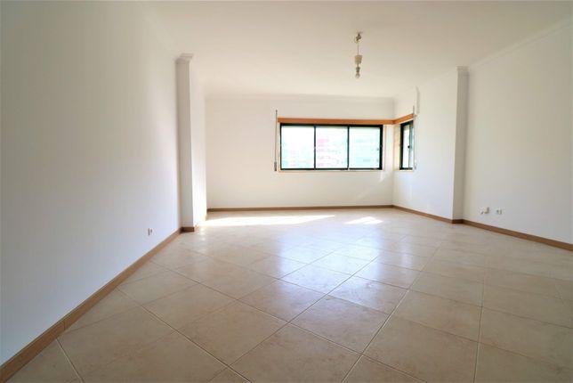 Apartamento T2 Cavaleira com Garagem!