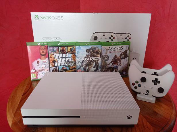 Xbox One S 1 TB 4K +2 pady +4gry