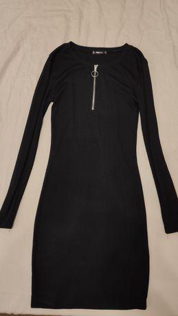 Платье по фигуре черное