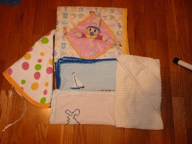 Conjunto para bebe: muda fraldas + fraldas +toalhas de banho + boneco