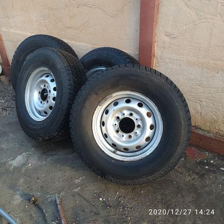 Продам  зимние шины KAPSEN ICEMAX RW501 .235/75 R15 109T