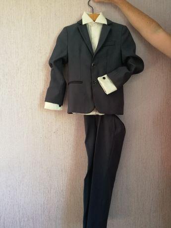 Детячий костюм на 5-6 років