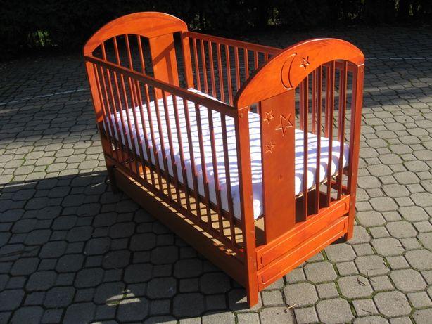 Łóżeczko dla dziecka. Lite drewno a nie płyta, więc bardzo zdrowe.