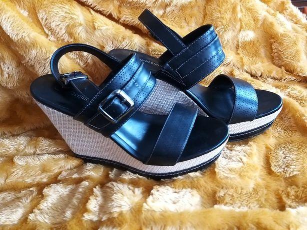 Letnie buty na koturnie