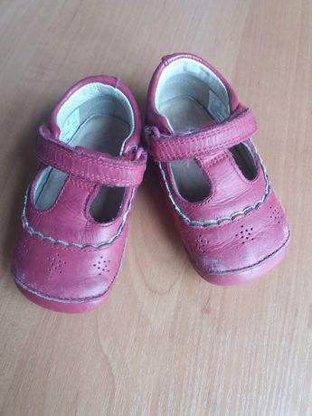 Туфельки для девочки 18,5 размер Clarks . Пинетки
