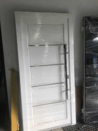 Drzwi wejściowe PCV białe nowe / 4 zawiasy / uchwyt ze stali / 4 paski