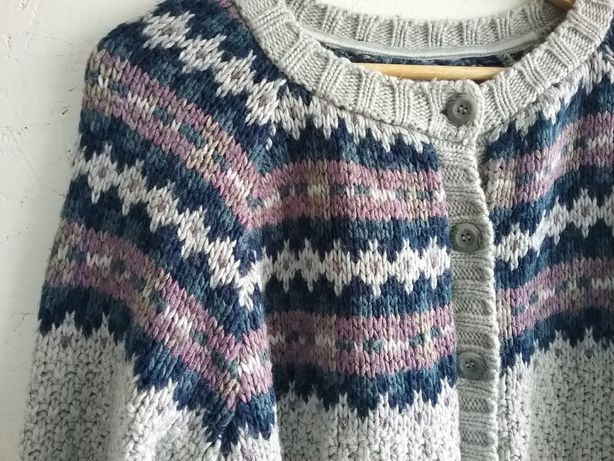 skandynawski sweter szary gruby etno