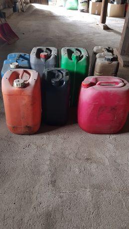 Bańki, karnistry na paliwo