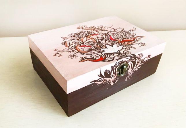 Продам бежевую деревянную расписную шкатулку