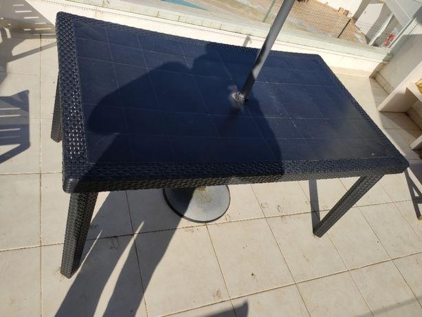 Mesa Jardim em PVC pode ser colocado no exterior