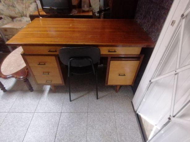 Secretaria de qualidade madeira genuina