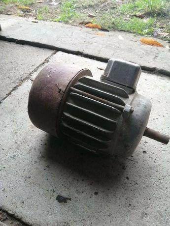Mały silnik elektryczny