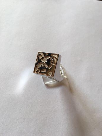 Anel em prata da marca Kenzo