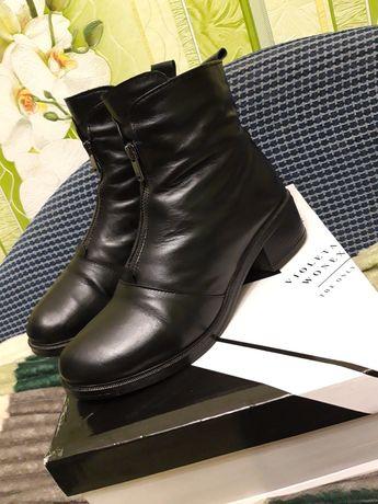 Продам кожаные зимные женские ботинки р 39