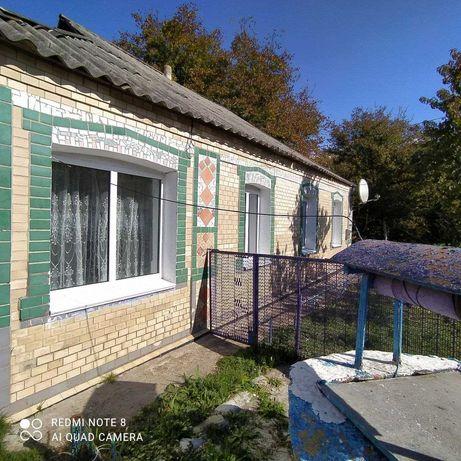 Будинок поруч з річкою с. Розкопанці