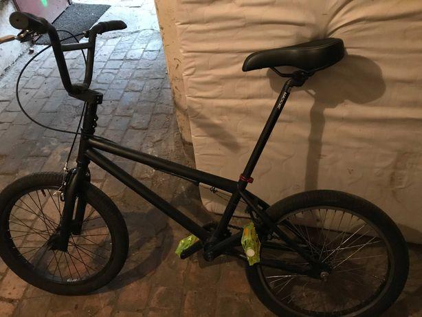 Rower BMX-wyposażony