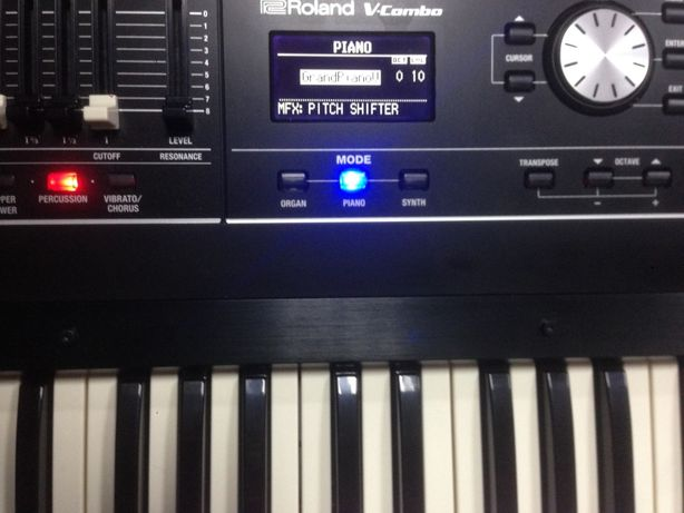 Профессиональный синтезатор Roland VR-730