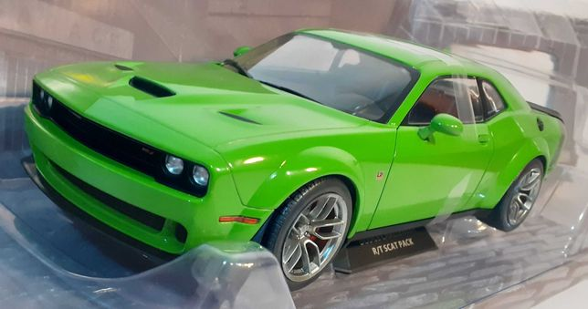 1/18 Dodge Challenger RT Scat - Solido