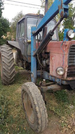 Трактор МТЗ-80 с погрузчиков