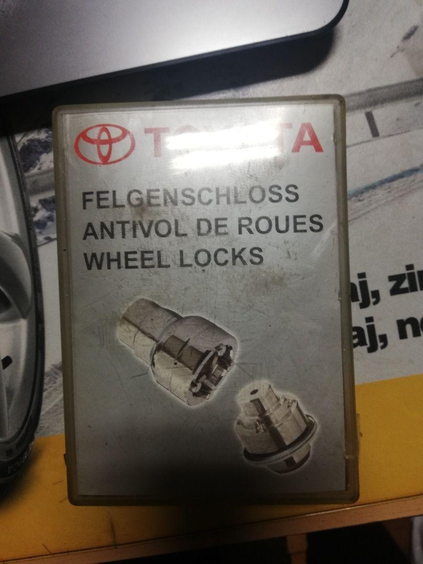 Śruby zabezpieczające złodziejki nakrętki Toyota oryginał antykradzież