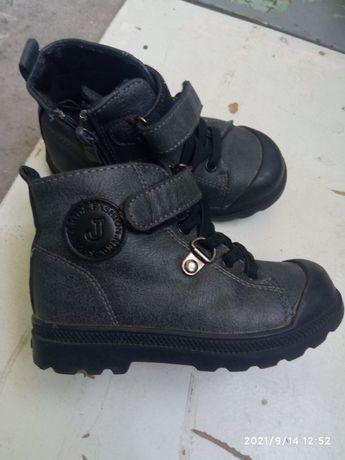 Детская обувь для мальчика.