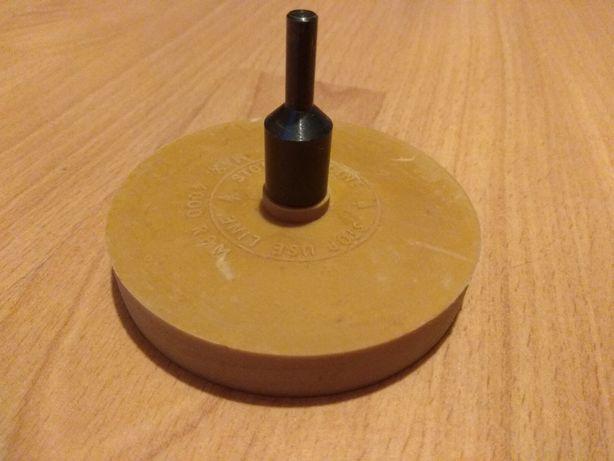 Krążek gumowy na wiertarkę do usuwania kleju