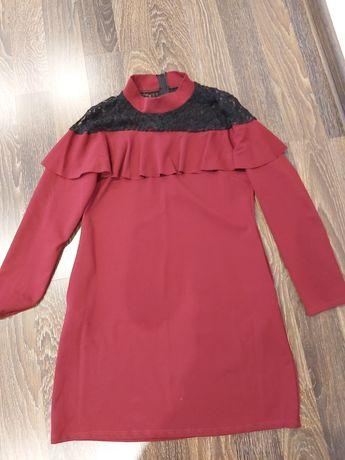 Sukienka bordowa  z koronką i falbanką
