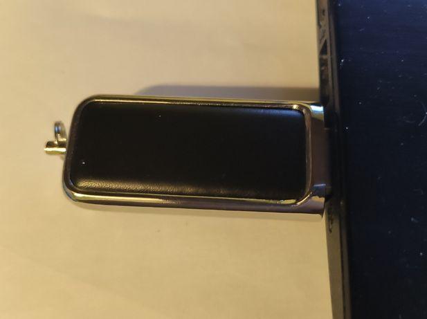 Новый USB накопитель (флешка) 4 ГБ.кожаный черный корпус.