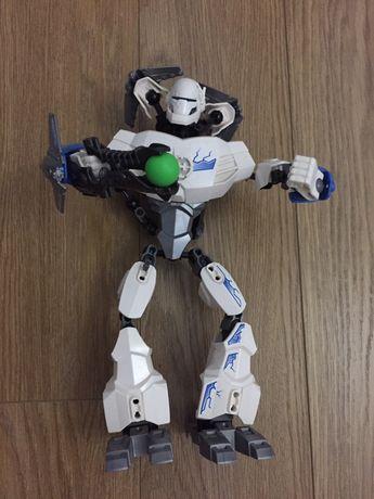 Lego робот воин