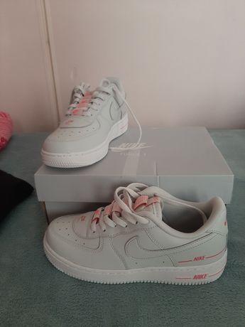 Продаю децкие Nike AF 1 Pink