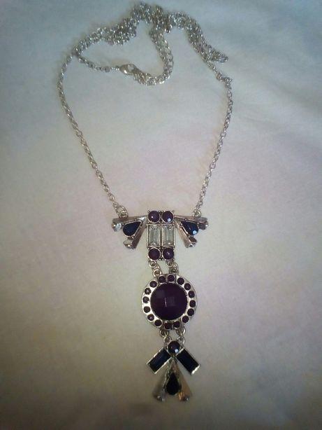 Фиолетовые бусы, фиолетовая подвеска, фиолетовое украшение на шею.