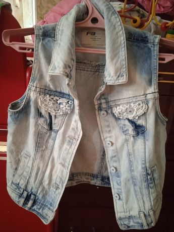 Продам модную джинсовую желетку
