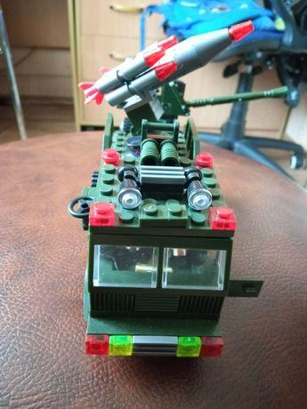 Конструктор лего . Военная машина с  прицепом