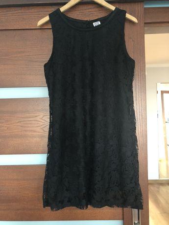 Koronkowa sukienka mała czarna