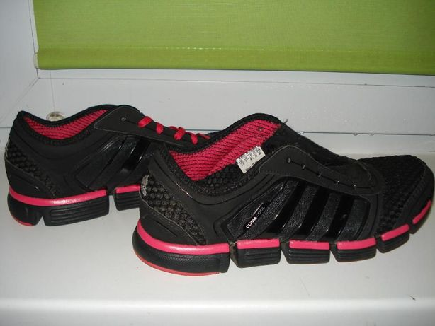 Фирменные кросовки Adidas.